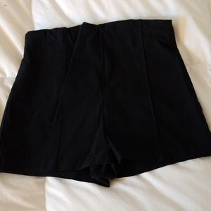 Jr's M black zip up back high waisted shorts